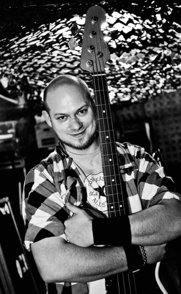 Bassist Axel van Oort